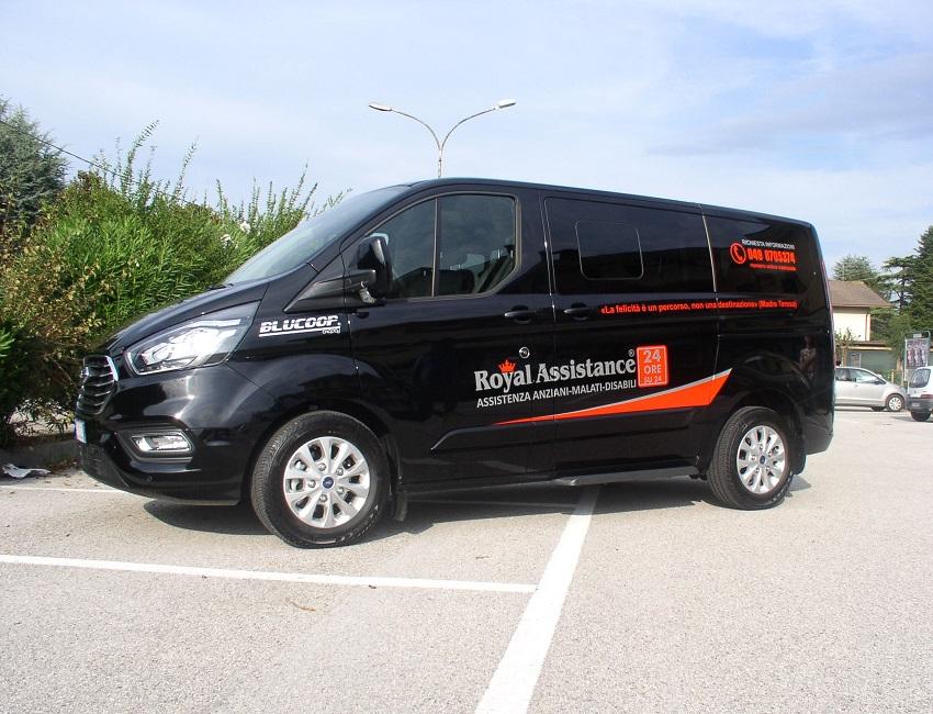 Autovettura della Royal Assistance utilizzato per i trasporti di persone con disabilità